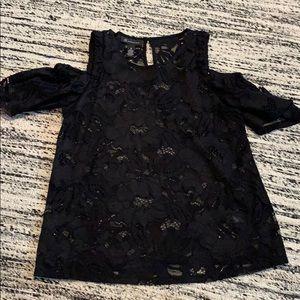 Like new black cold-Shoulder blouse